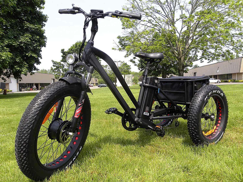 Imagem de um triciclo elétrico.