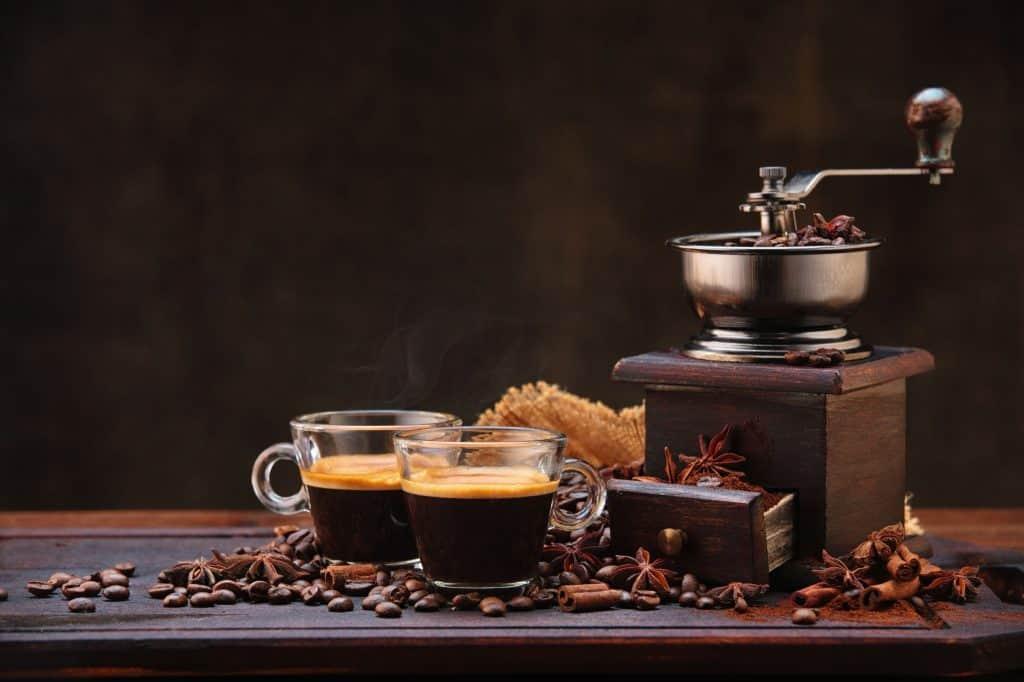 Duas xícaras de café.