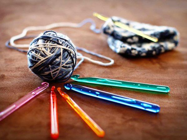 Imagem de agulhas de crochê.