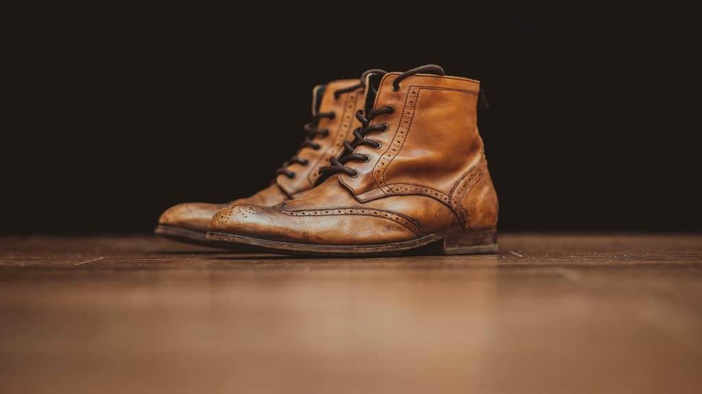 Imagem de um par de botas em estilo Brogue.