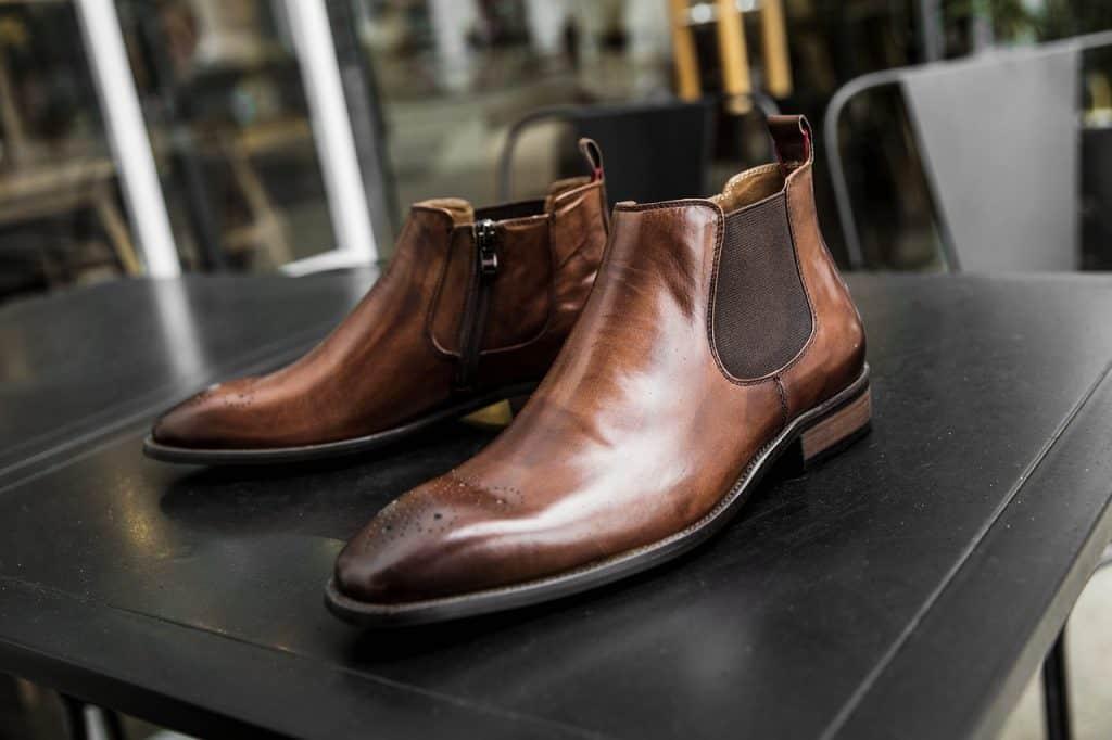 Imagem de um par de botas do tipo Chelsea.
