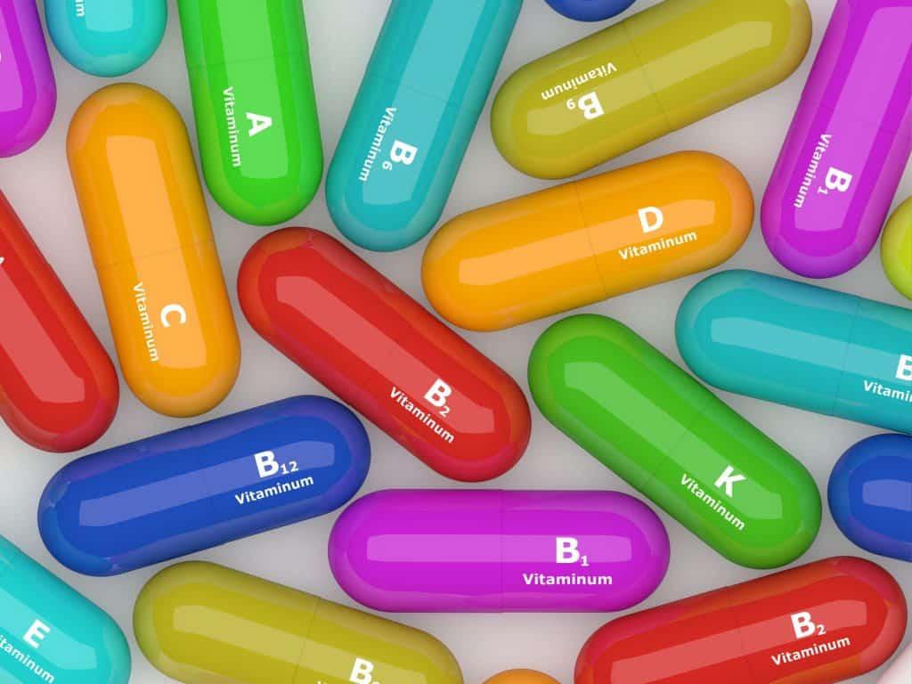 Imagem de cápsulas de vitaminas.