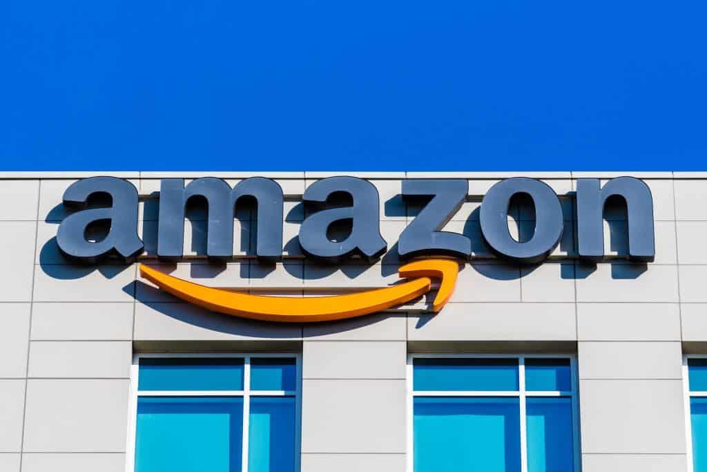 Imagem de fachada da Amazon.