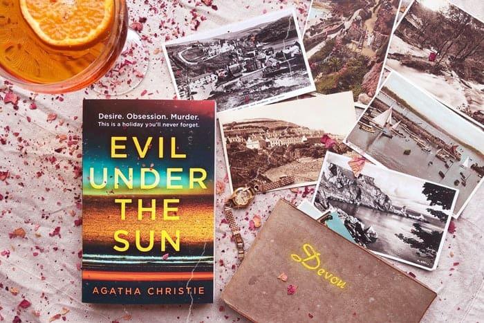 Imagem de um dos livros de Agatha Christie.