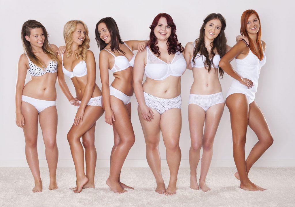 Mulheres com lingerie.
