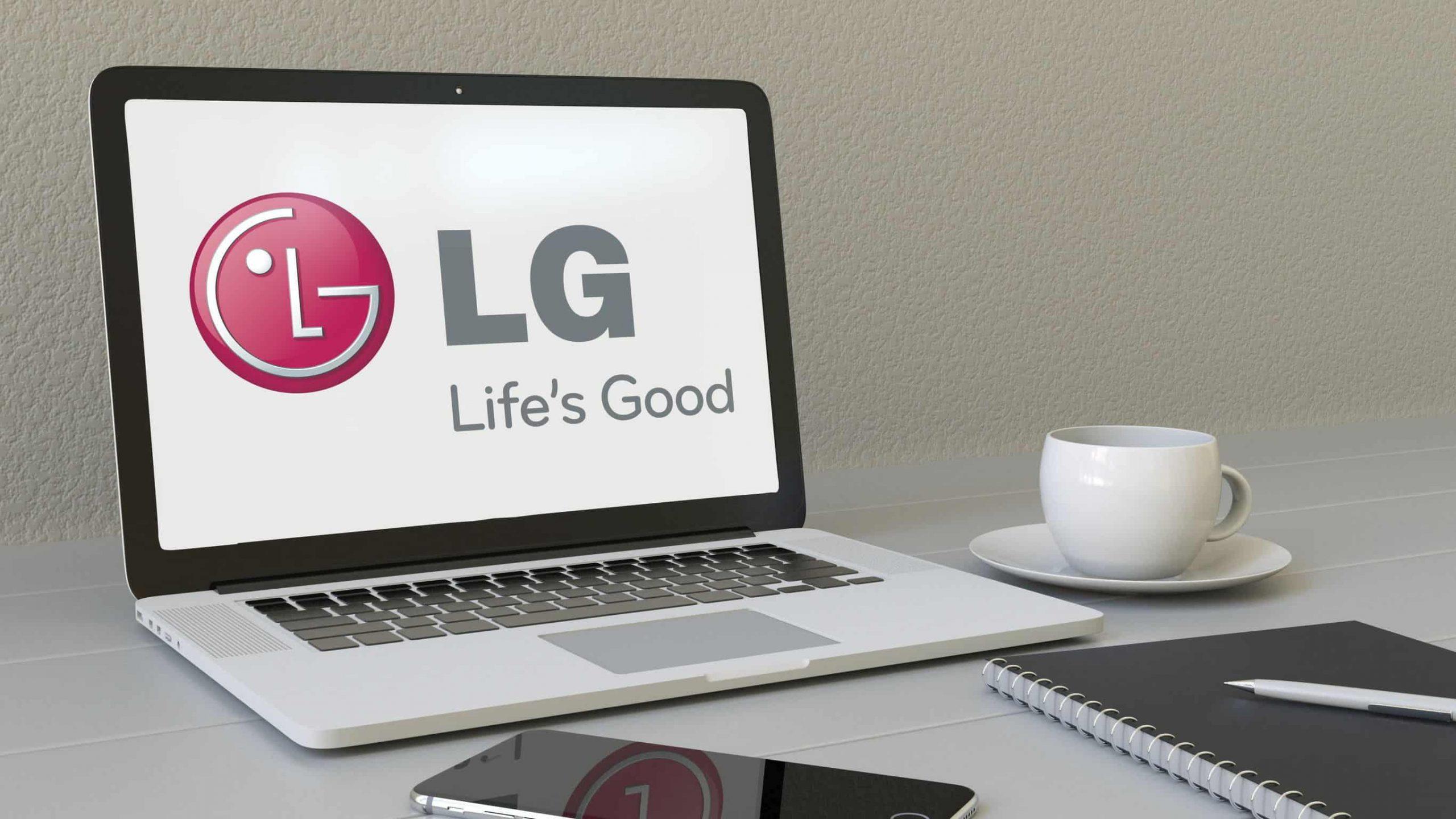 Imagem de notebook LG ao lado de celular e xícara de café.