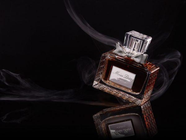 Imagem de um vidro de perfume da marca Dior.
