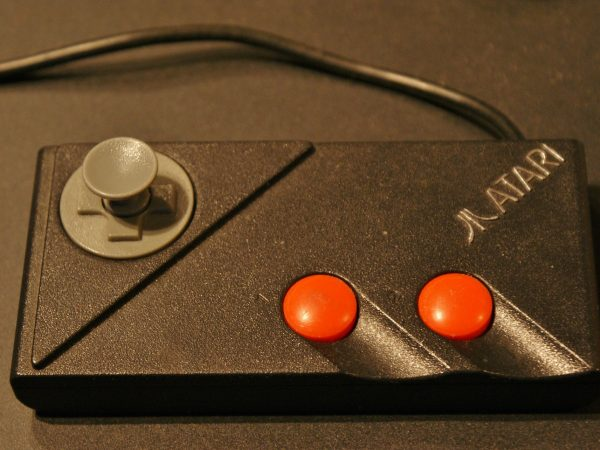Imagem de antigo controle de Atari
