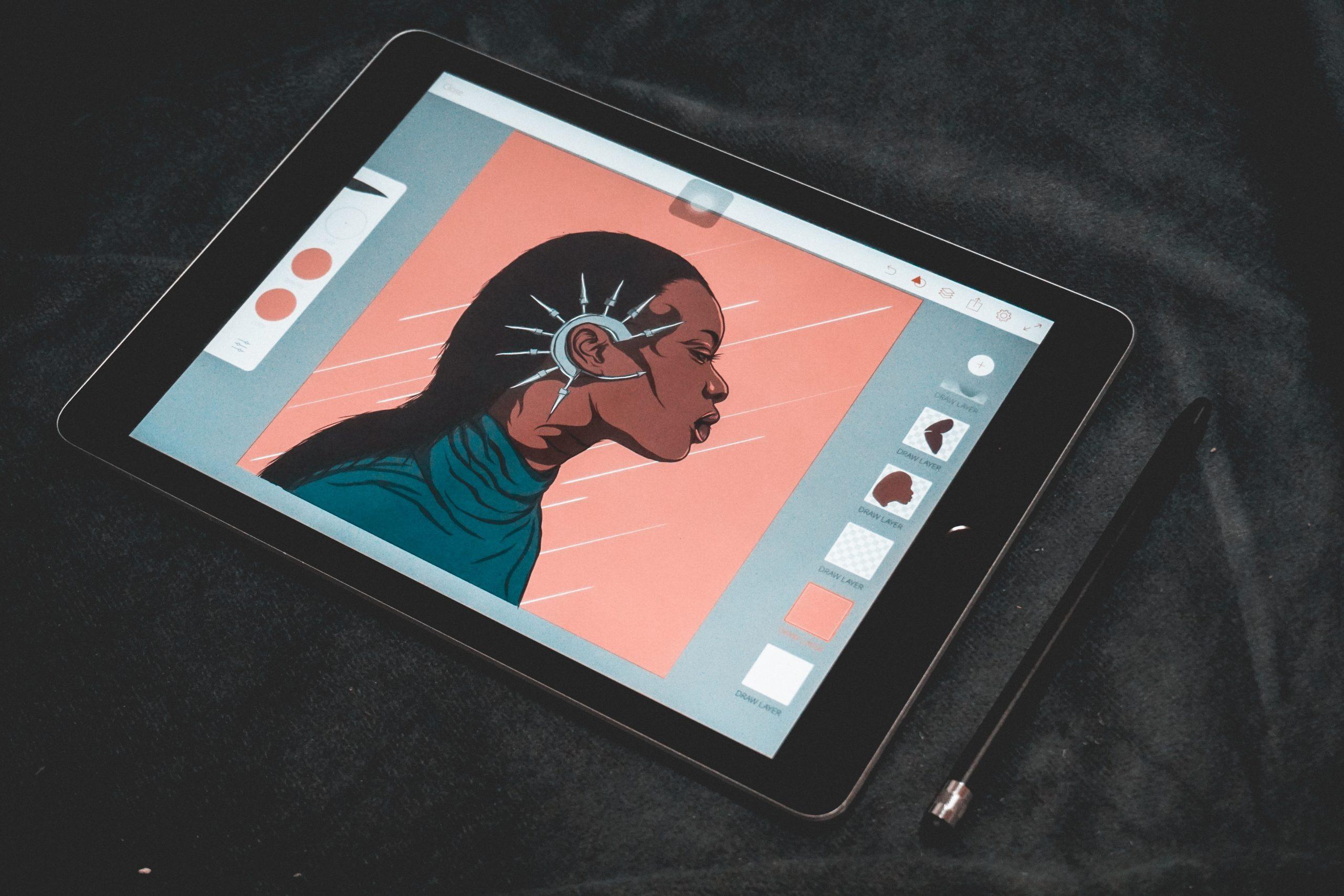 Imagem de uma mulher usando um tablet