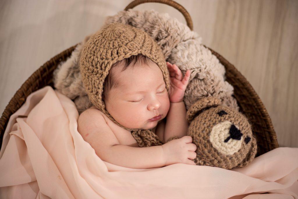 Imagem de um bebê dormindo.