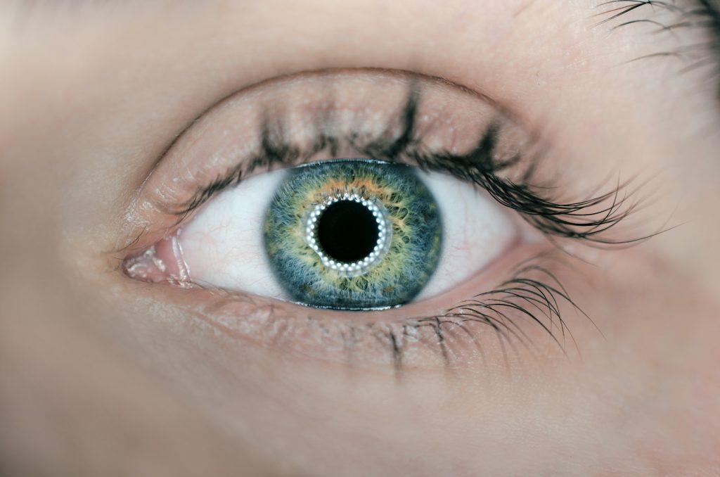 Destaque de olho com o efeito catch light.