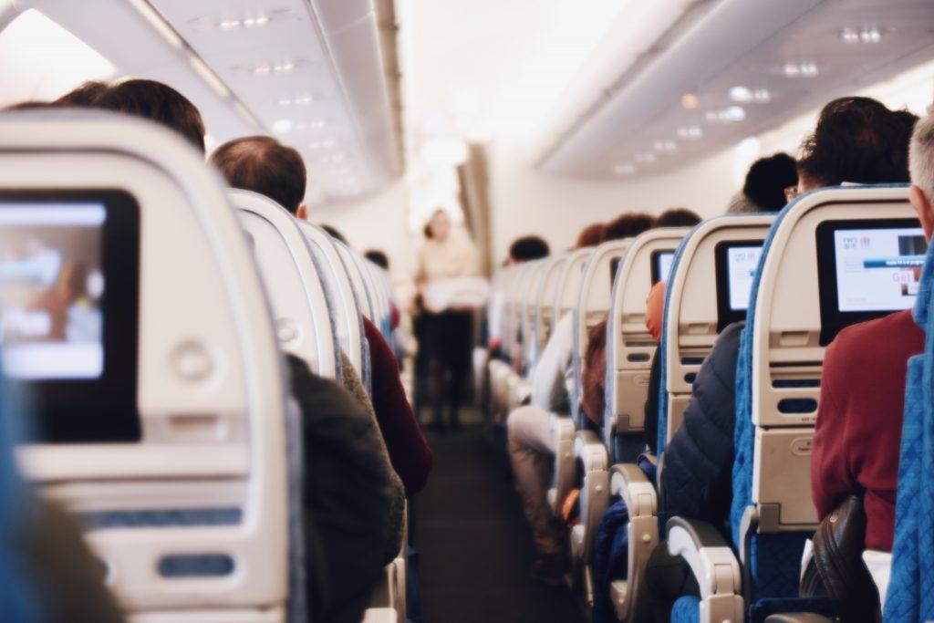 Passageiros no avião.