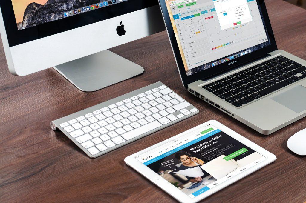 Imagem de aparelhos eletrônicos.