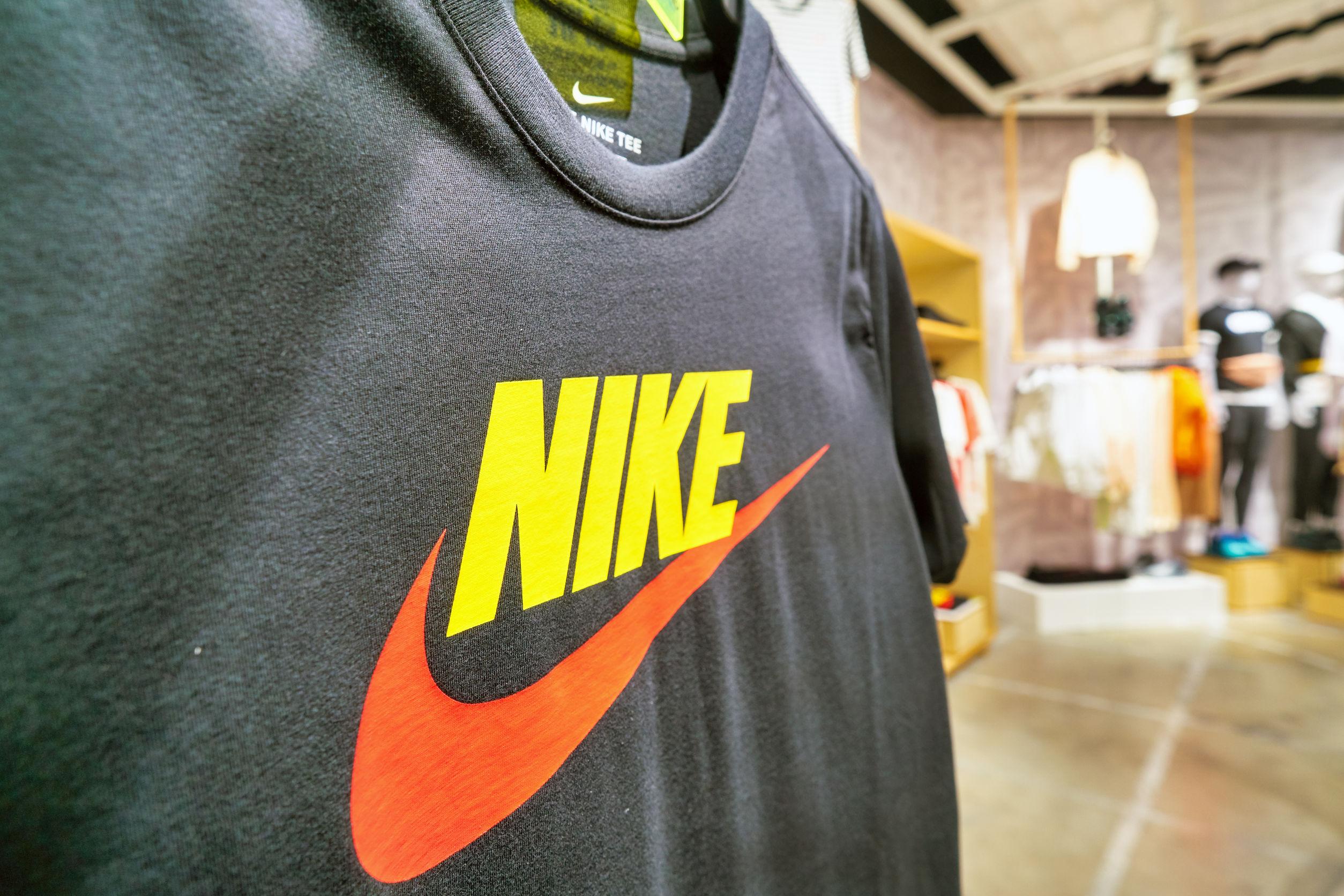 Símbolo de camiseta Nike.