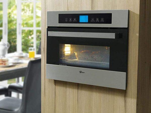Imagem de forno de embutir Fischer em funcionamento