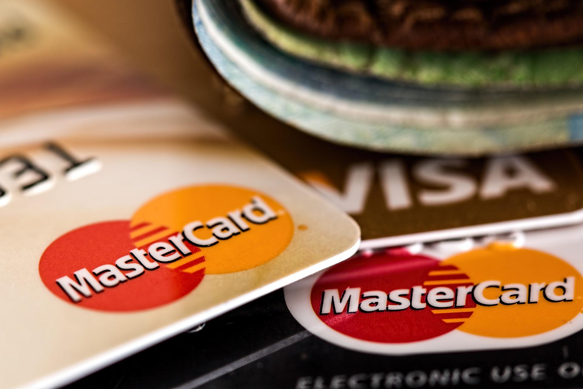 Imagem de cartões de crédito MasterCard e Visa