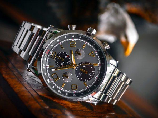 Imagem de um relógio de pulso.