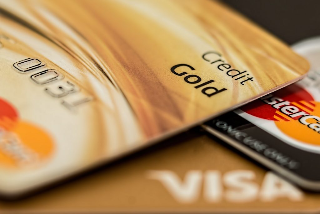 Close em cartões de crédito.