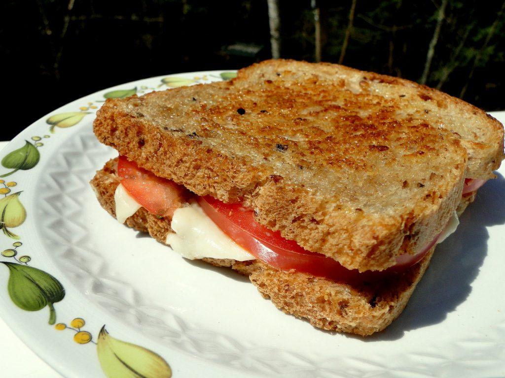 Imagem aproximada de bauru em pão de forma