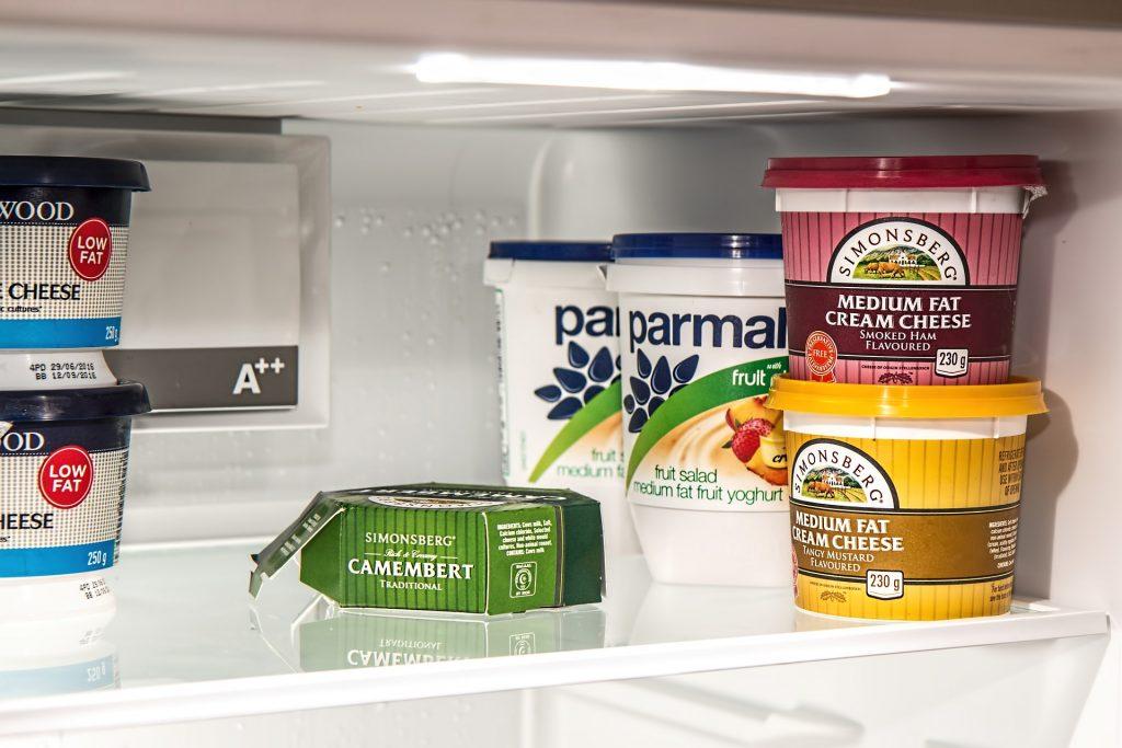Imagem de gavetas internas de uma geladeira