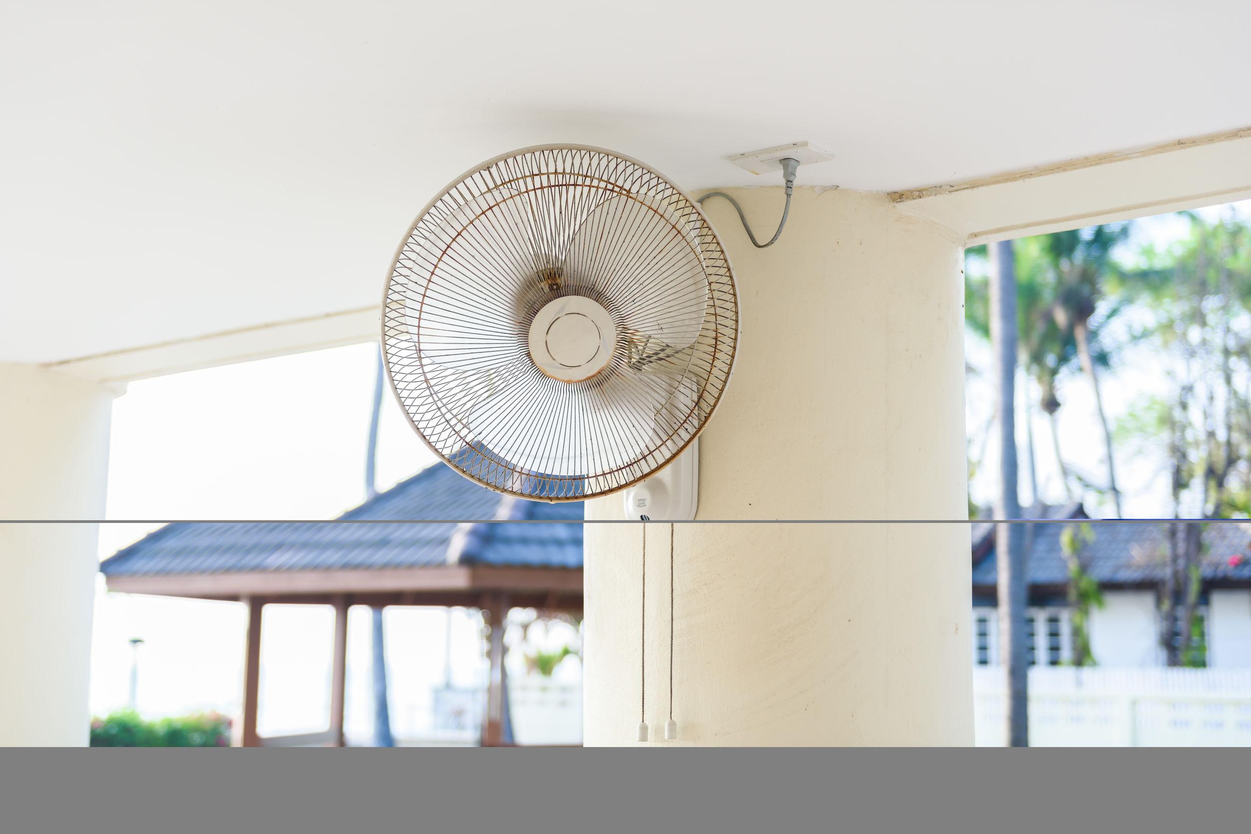 Imagem de ventilador de parede branco