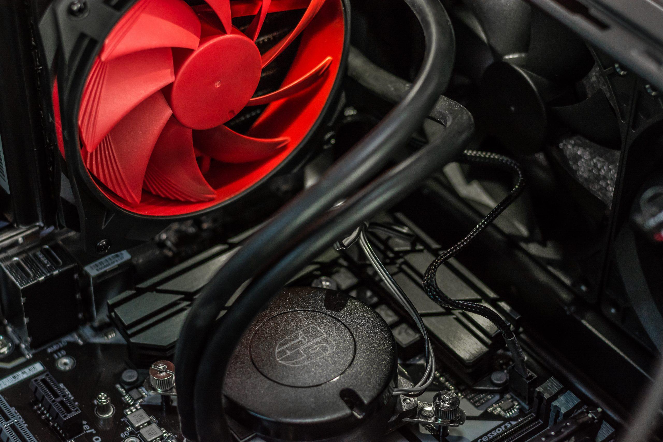 Imagem de water cooler com ventilador vermelho