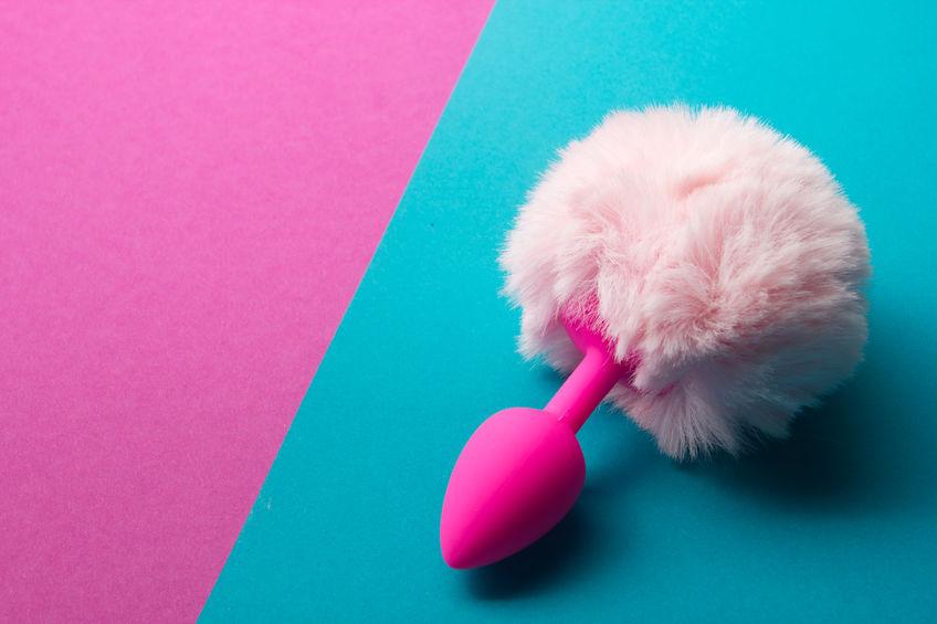 Imagem de plug anal cor de rosa com imitação de rabo de coelho na extremidade