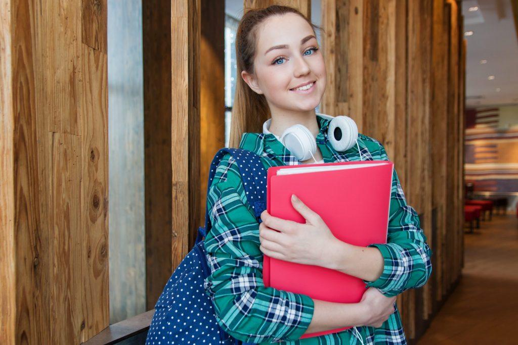 Imagem de uma estudante.
