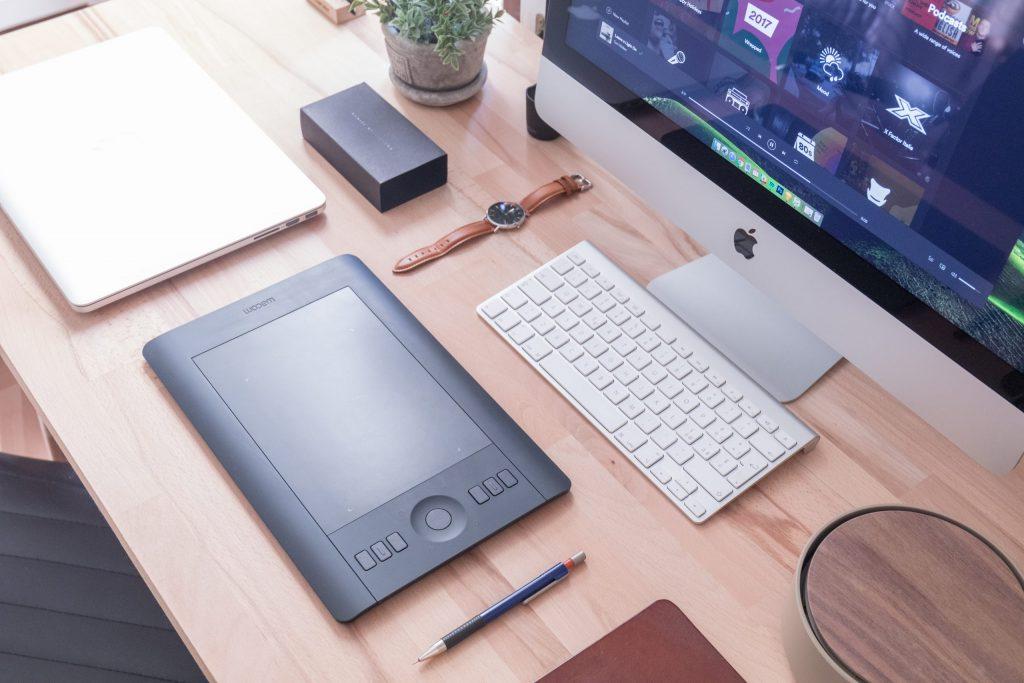 Você encontra a mesa digitalizadora Wacom em três tamanhos. (Fonte: Domenico Loia/ Unsplash.com)