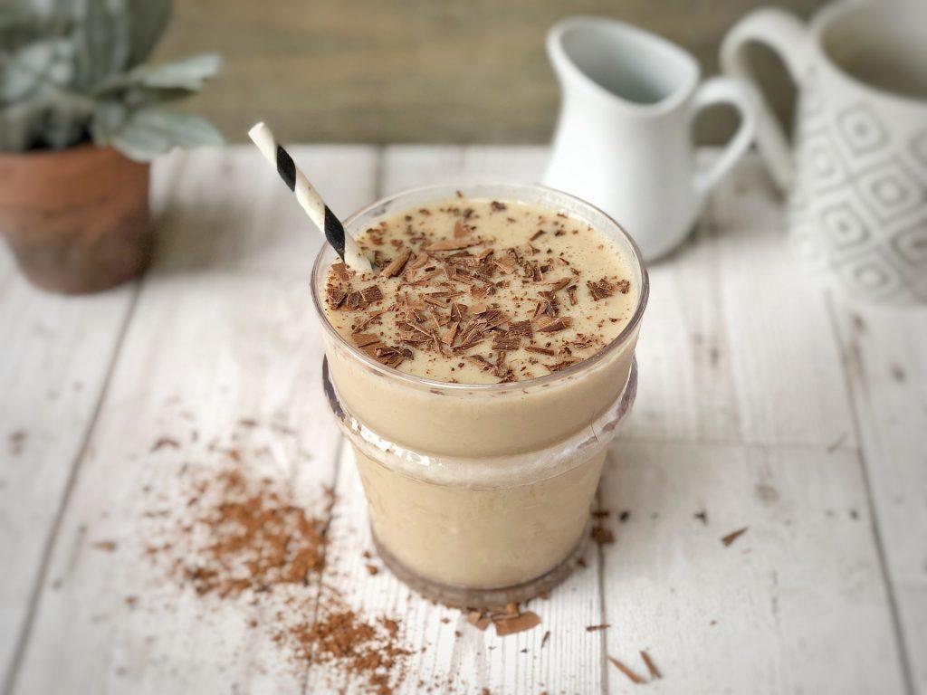 Imagem de um shake de chocolate.