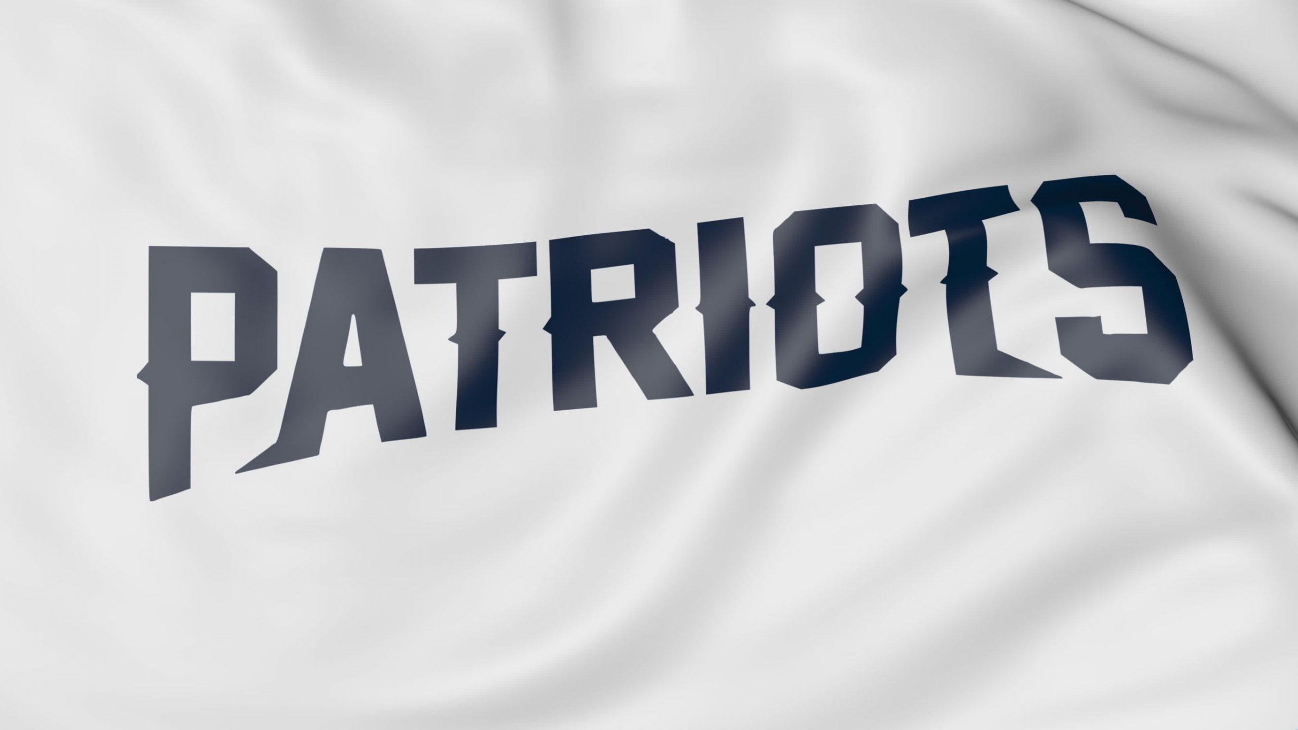 Close em bandeira do New England Patriots com fundo branco