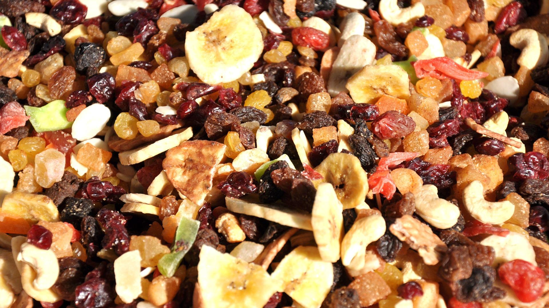 Imagem de vários tipos de frutas desidratadas e secas