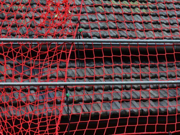 Imagem mostra uma tela tapume em uso.