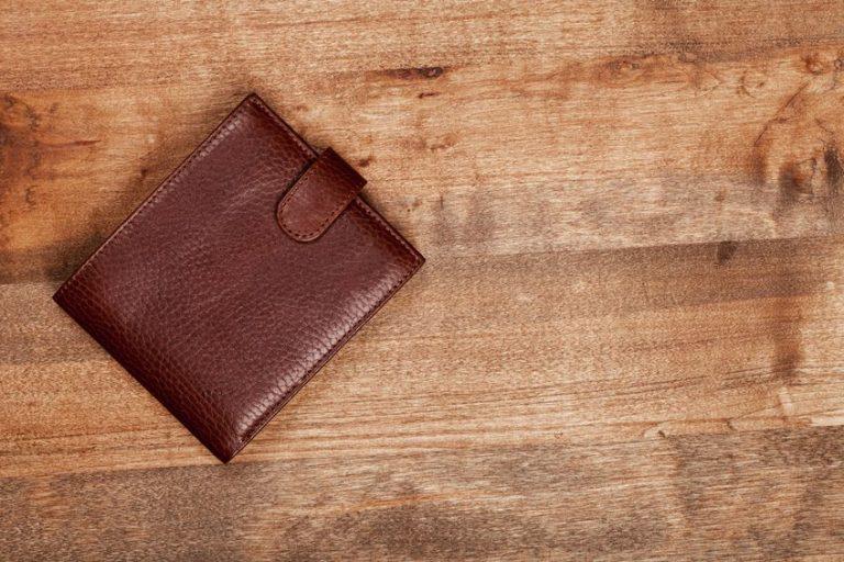 Imagem de uma carteira em estilo bifold