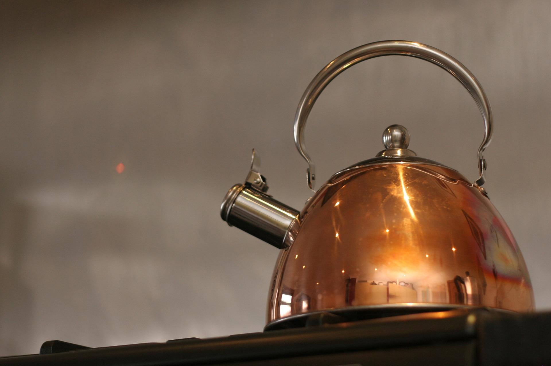 da imagem destacada: chaleira no fogão.