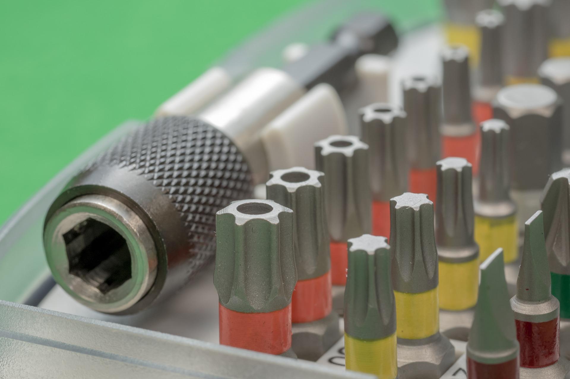 Imagem mostra um conjunto de pontas de chaves Torx.