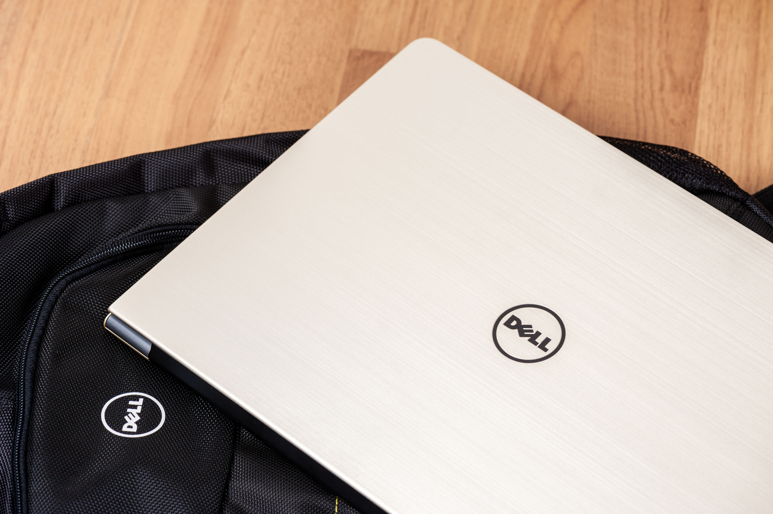 Notebook Dell e mochila.