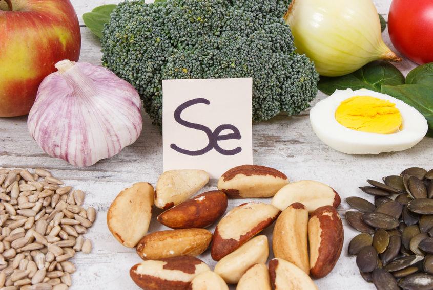 Símbolo do selênio e alimentos.