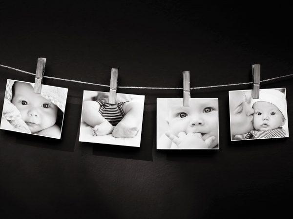 Na foto um varal de fotos com 4 imagens de um bebê.