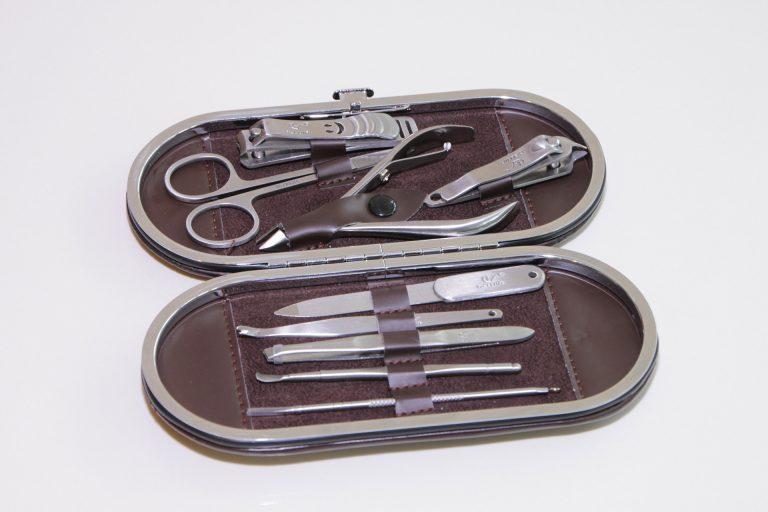 Imagem de kit para unhas com estojo em couro marrom