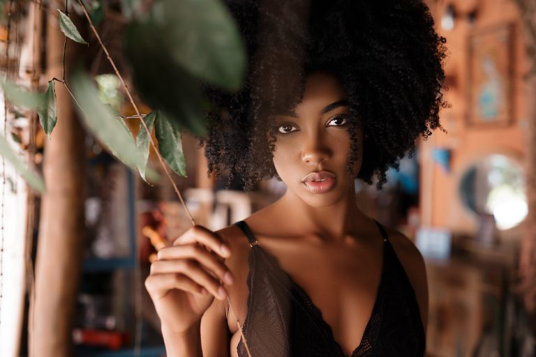 Imagem de uma mulher negra.
