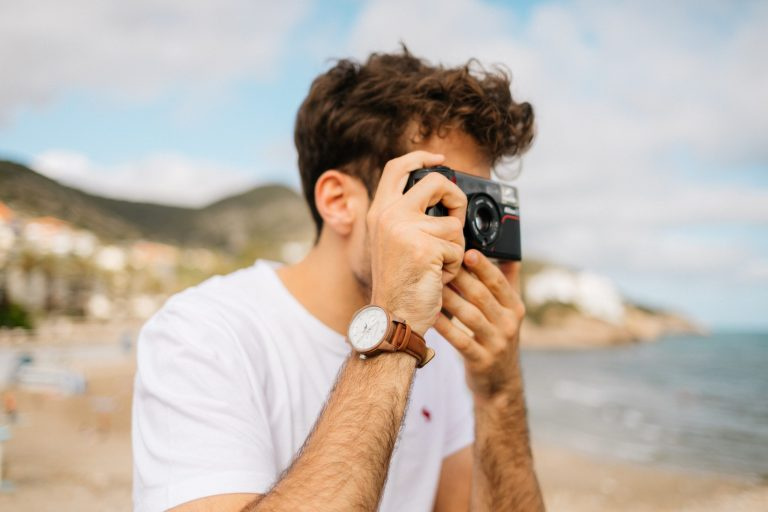 Imagem de um fotografando.