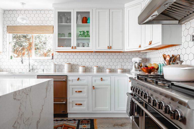 Imagem de uma cozinha decorada.