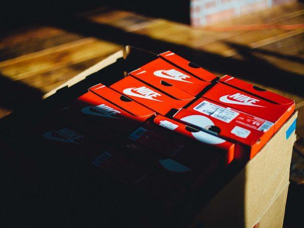 Imagem de várias caixas de calçados Nike