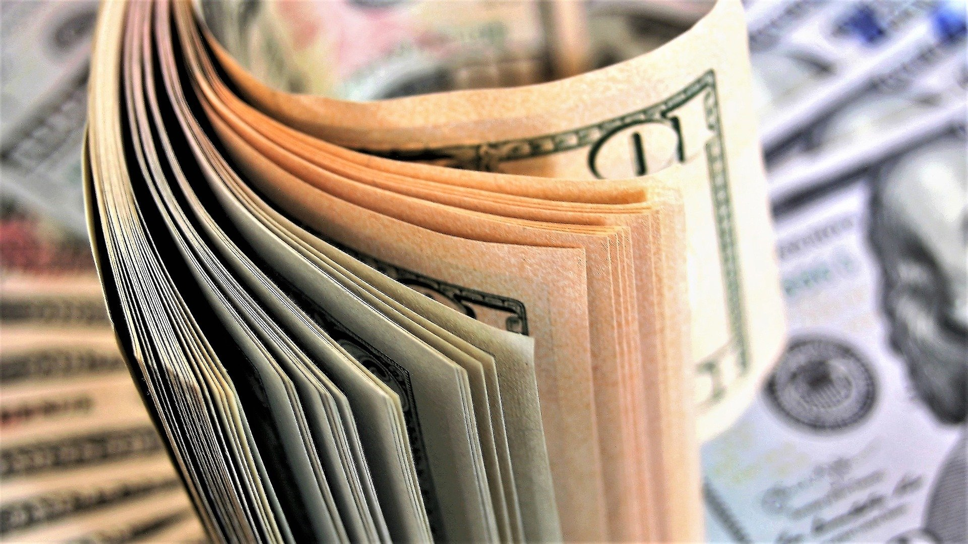 Um maço de notas de dinheiro