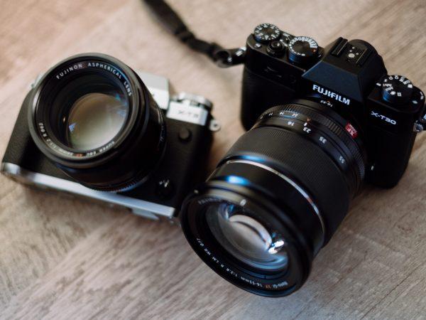 Duas câmeras da Fujifilm.
