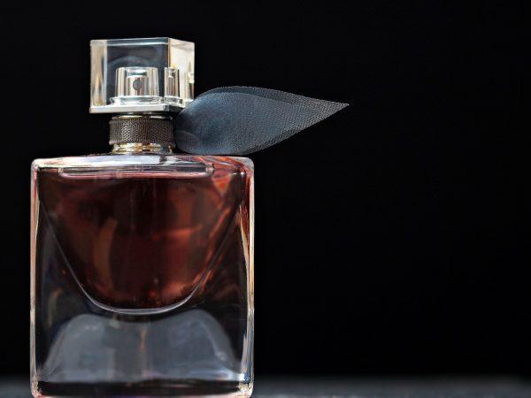 Frasco de perfume.