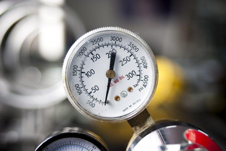 Um calibrador de pneus analógico