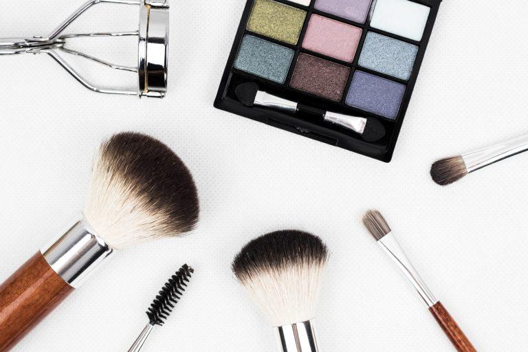Imagem de vários produtos de beleza