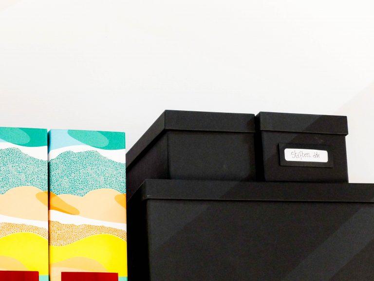 três caixas